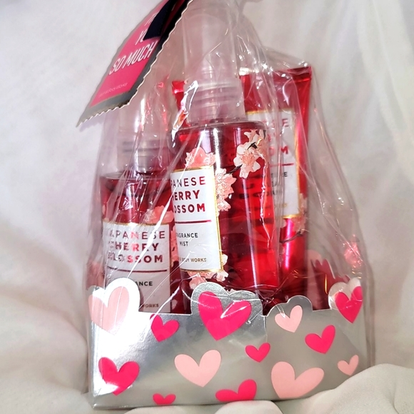 Bath and Body Works Cherry Blossom Gift Set